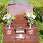 インド産のインペリアルレッド赤御影で、素敵な芝生墓地のお墓が完成いたしました。大庭台墓園にて