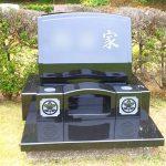 藤沢市大庭台墓園の芝生墓地にて、インド産黒御影石本クンナムのお墓を建立。「梨彫り」や額出し加工、つややかな美しい仕上がり